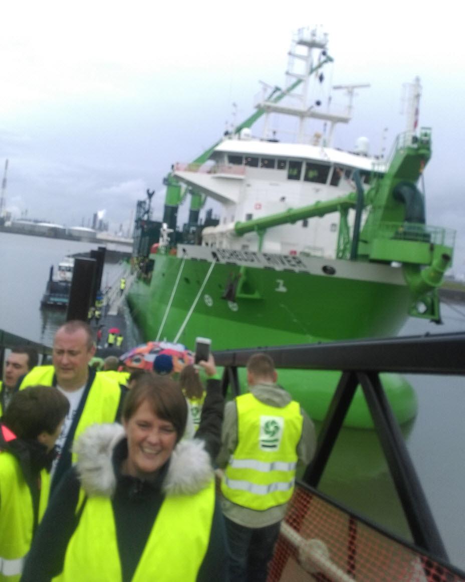 schelde river schelde rivier baggeren baggerwerken schip schepen groene schepen loopbrug