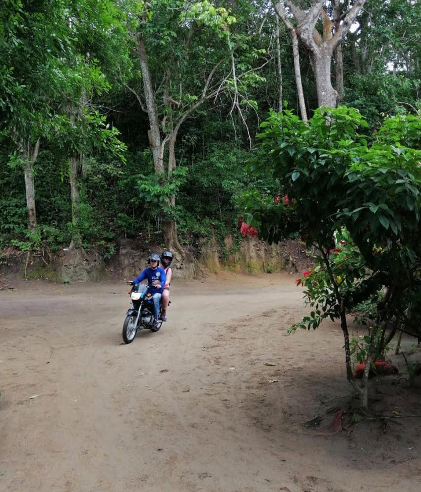 Tayrona is het bekendste nationaal park van Colombia, een must see in het noorden van het land aan de Caribische Zee. Hoewel ik wist dat we in de drukste periode van het jaar reisden, had ik nergens iets gehoord of gelezen dat de toegangstickets uitverkocht konden geraken! HELP, wat nu?