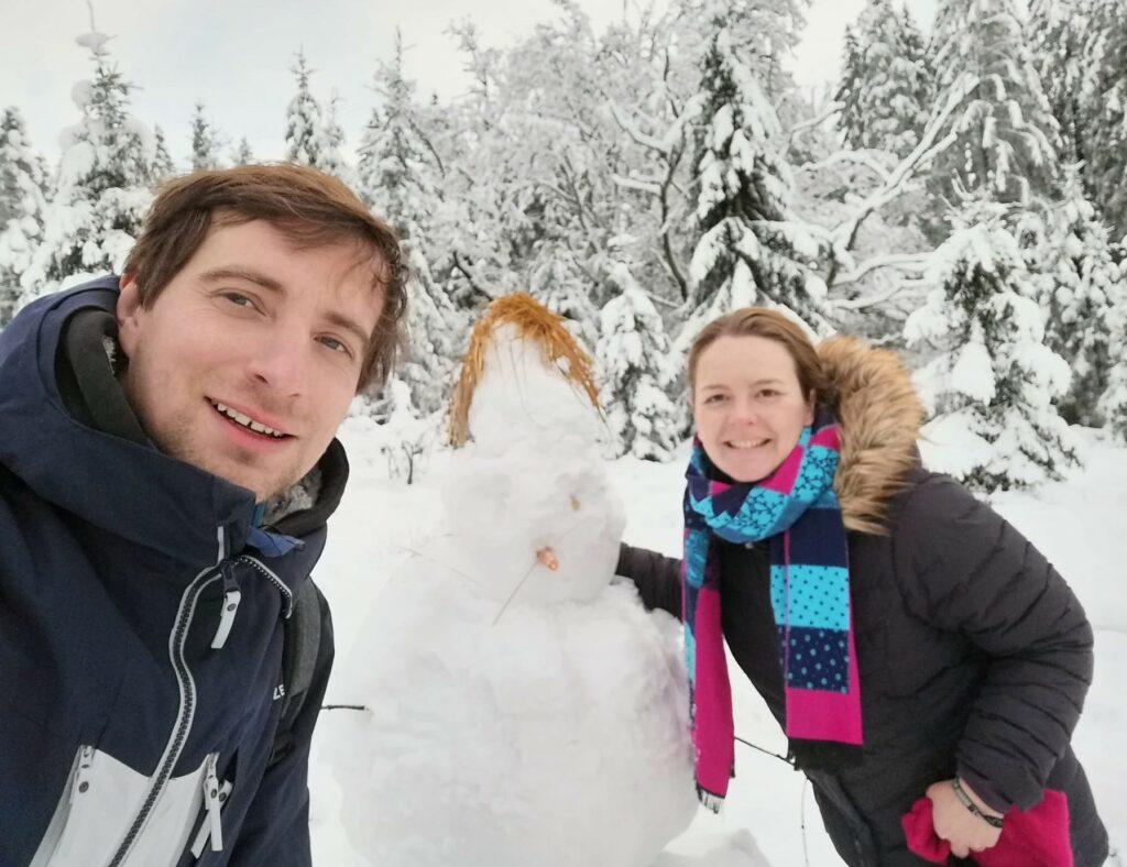 sneeuwman neus van wortel hoge venen wandeling sneeuw